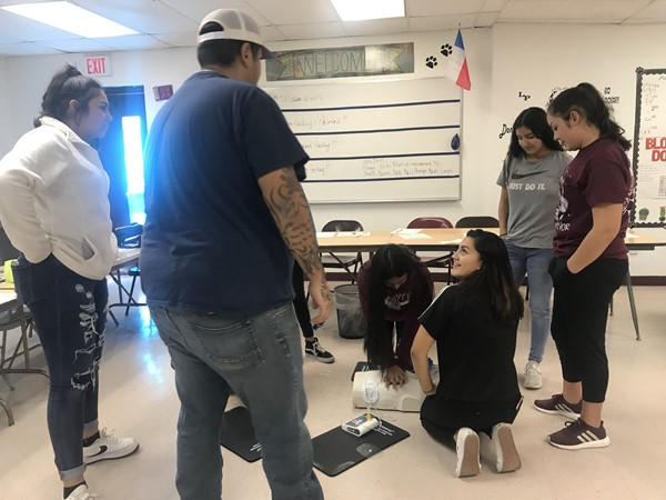 MS. FRAUSTO'S HEALTH SCIENCE STUDENTS LEARNING CPR AND FIRST AID