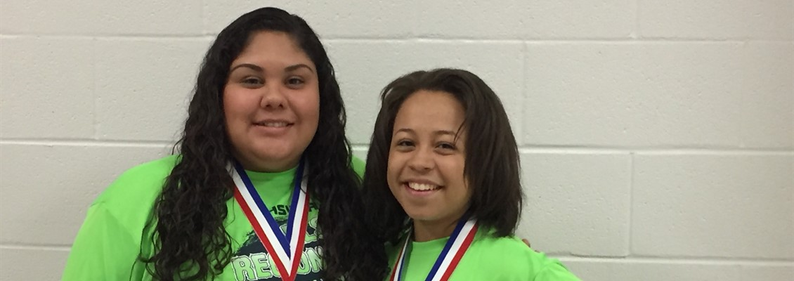 Jackly Perez and Kiersten Paul advance to State in Powerlifting!